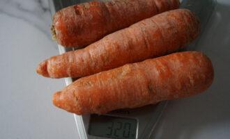 сырая морковь - 300 грамм